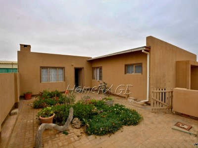 Residential-Ext-3-(North-Dune),-Henties-Bay:-3-Bedr-older-home-with-flat-is-for-sale