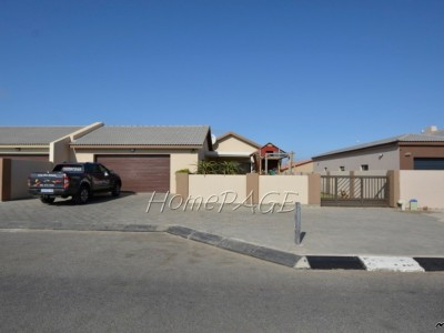 Residential-Ext-22,-Swakopmund:--3-Bedr-Home-with-3-Garages-for-ONLY-N$2-190-000