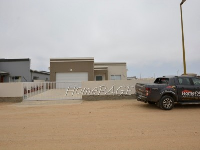 Residential-Ext-10,-Henties-Bay:--BEAUTIFULLY-DESIGNED-HOME-is-for-Sale