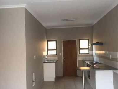 Residential-3-Bedroom-Townhouse-to-Let-in-Otjomuise