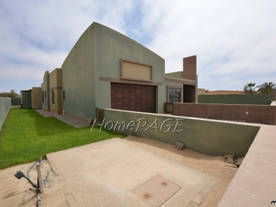 Residential-Ext-4-(South-Dune),-Henties-Bay:--3-Bedr-Home-with-2-Bedr-Flat-is-for-Sale