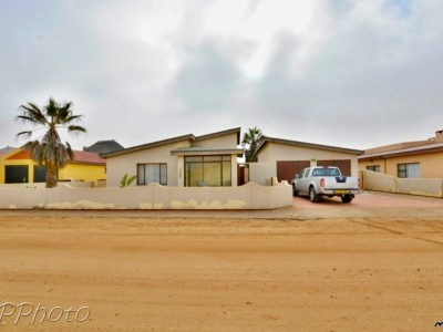 Residential-Ext-6-(South-Dune),-Henties-Bay:-Home-in-quiet-area-for-sale