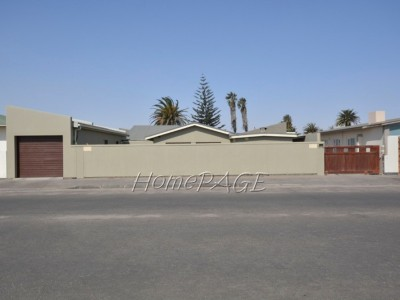 Residential-Lagoon,-Walvis-Bay:--3-Bedr-Home-with-2-Bedr-Flat-is-for-sale