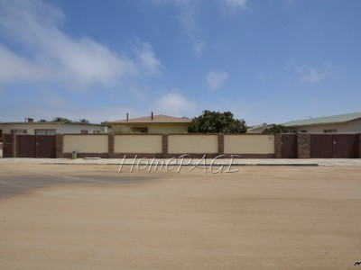 Residential-Kramersdorf,-Swakopmund:--Well-Cared-for-Older-Home,-with-Flat-is-for-sale