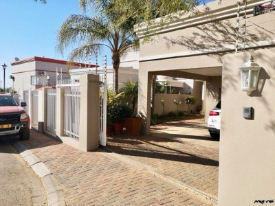 Residential-Lovely-Home-in-quiet-cul-de-sac-street-
