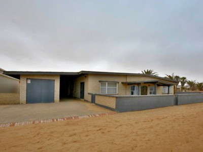 Residential-North-Dune,-Henties-Bay:--Large-Corner-Clinker-Home-is-for-sale