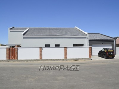Residential-Fairway-Estates,-Walvis-Bay:--Beautiful-Lock-up-and-Go-Home-AT-THE-RIGHT-PRICE!!