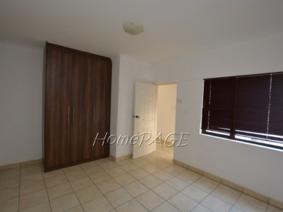 Residential-Fairway-Estates,-Walvis-Bay:-Spacious-3-Bedr-Home-with-1-Bedr-flat-for-sale