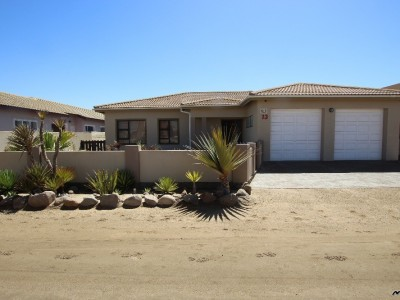 Antiques & collectables-LOOK-NO-FURTHER!--WARM,-SPACIOUS-LIVING-HOUSE-IN-SWAKOPMUND,-NAMIBIA!