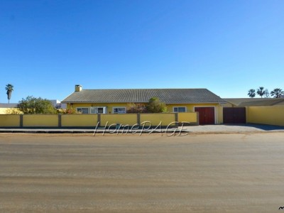 Residential-Ext-8,-Swakopmund:-3-Bedr-Home-with-2-Bedr-Flat-is-for-Sale