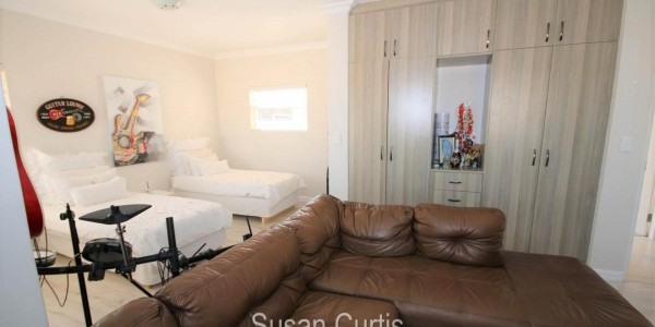 4 bedrooms House in DOLPHIN BEACH